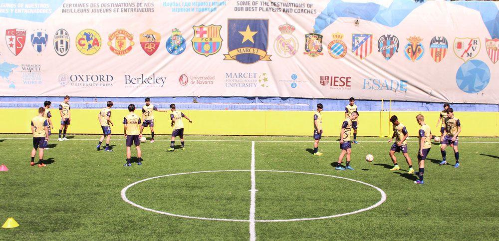 Entrenamiento en la pista central de la Ciudad Deportiva Marcet en Barcelona.