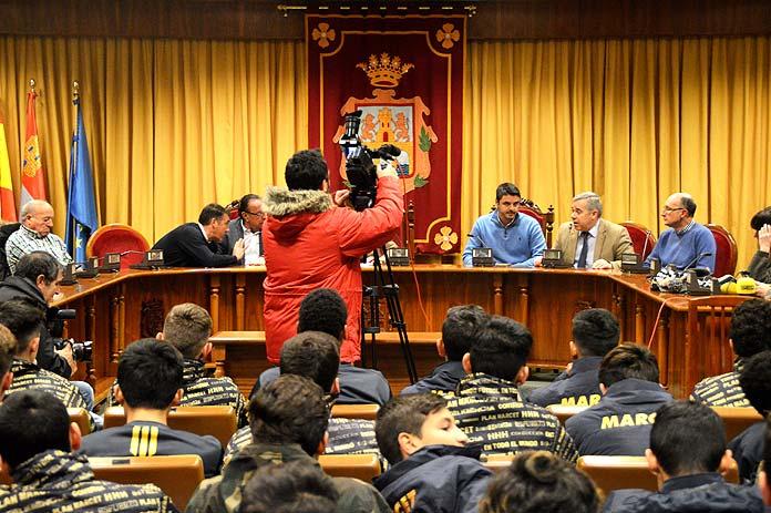 Acto oficial en el Ayuntamiento de Aranda de Duero con la participación de Javier Almedáriz y representantes de la Fundación Marcet.