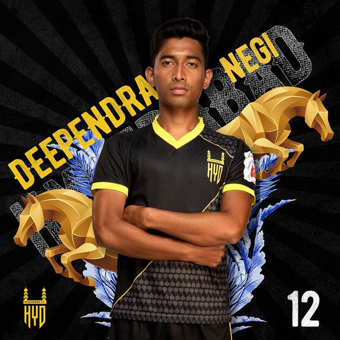 Deependra con la camiseta del Hyderabad FC.