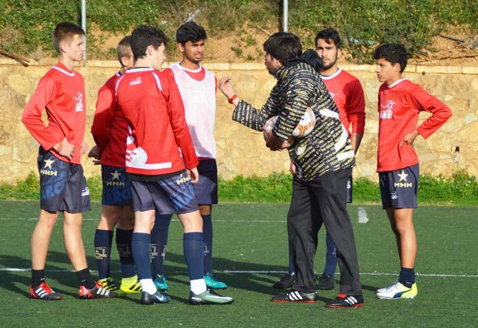 Matías Irace dirige un entrenamiento en la Academia de Alto Rendimiento Marcet.