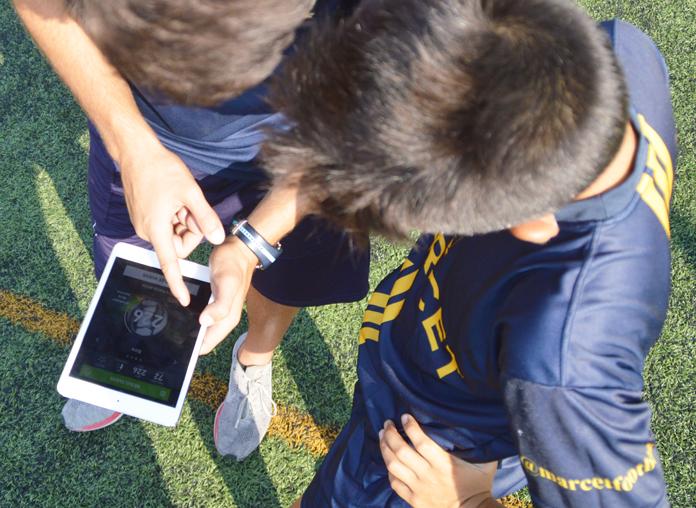 Con esos datos los profesores pueden comentar al instante los aciertos o los errores posturales que han tenido como consecuencia los datos registrados. El propio jugador, a medida que va realizando nuevos tiros libres, puede comprobar sus avances en cuestión de segundos.