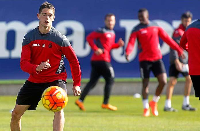 Adrián Dalmau durante un entrenamiento con el RCD Espanyol.
