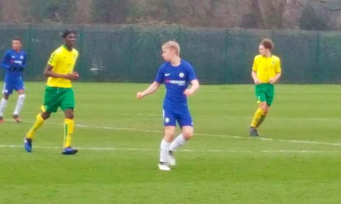 Senne Ceulemans en un partido contra el Norwich durante su etapa en el Chelsea.