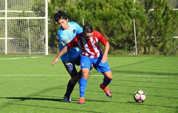 Nam Donghyeon durante un partido contra el Atlético de Madrid.
