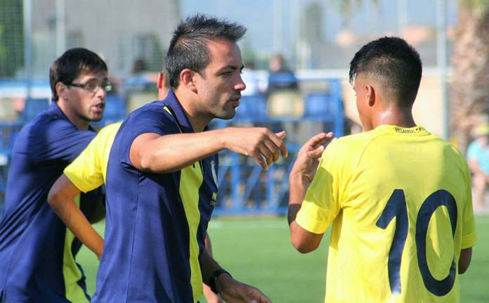 Xavi Cano en su etapa como entrenador en la cantera del Villarreal CF.
