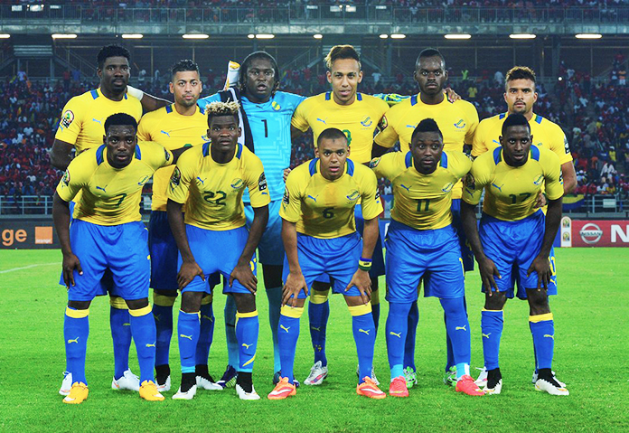 Didier Ovono con la selección absoluta de Gabón. A su lado, Pierre-Emerick Aubameyang.