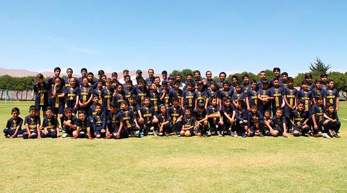Los participantes en el Marcet Soccer Camp de Arequipa.