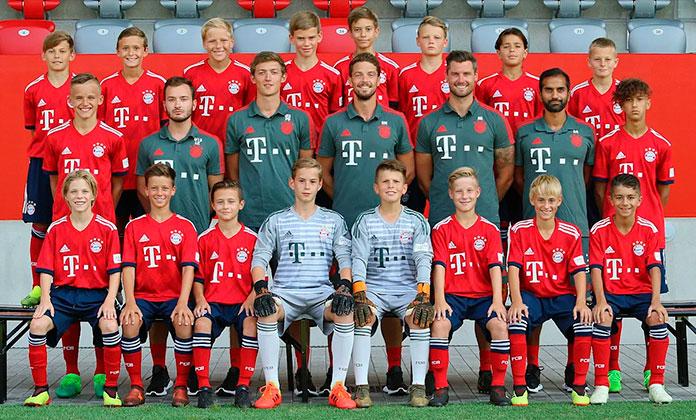 Valentin Yotov y sus compañeros del Bayern Munich Sub-13 en la temporada 2018-19.