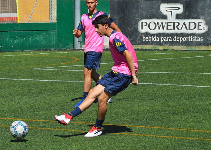 Ibrahim Khalaf durante una sesión de entrenamiento de la Marcet Talent Cup.