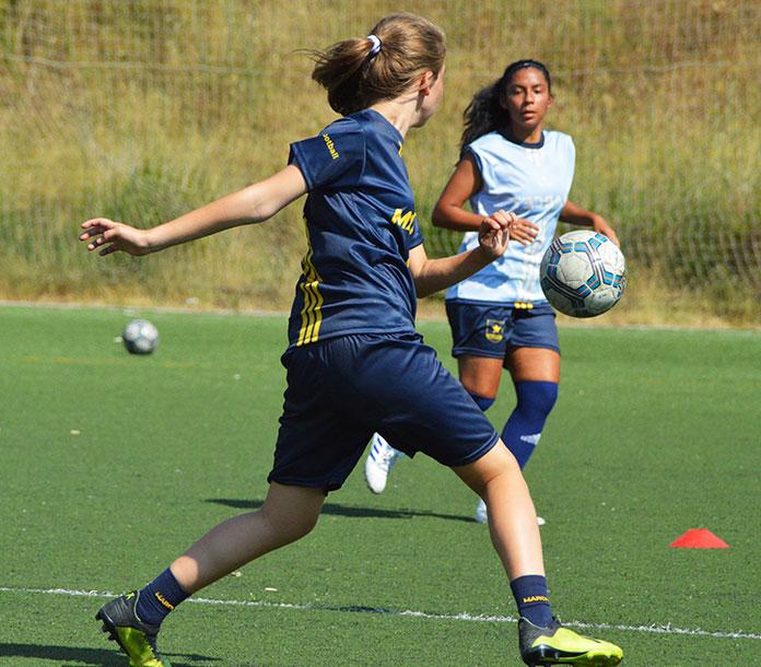 Sesión de entrenamiento de fútbol femenino en Marcet.