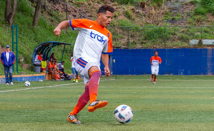 Jolvis Sosa con la camiseta del Deportivo la Guaira.