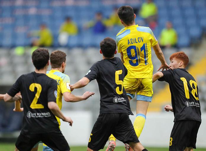 Aldair Adilov durante un partido con el Astana.
